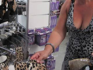 Geil shoppen @ sexshop ...  horny shopping @ adult book shop